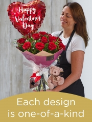 Valentine's 12 red rose hand-tied gift set